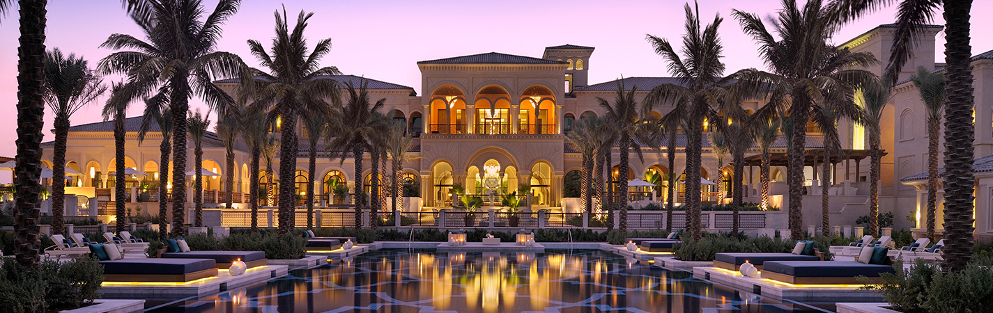 Live like royalty in the 5 best luxury hotels in dubai for Top resorts in dubai