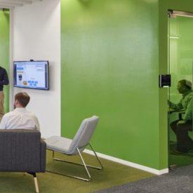 دليلك لجعل مكتبك بيئة عمل أفضل بدون إستخدام ديكورات المكاتب المكلفة