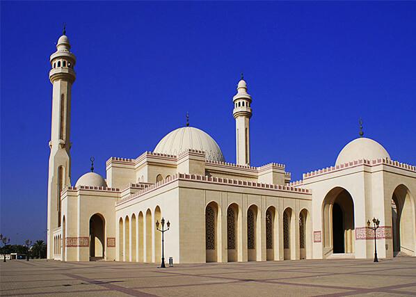 Head to Al Fateh Grand Mosque- Marina Mall Bahrain