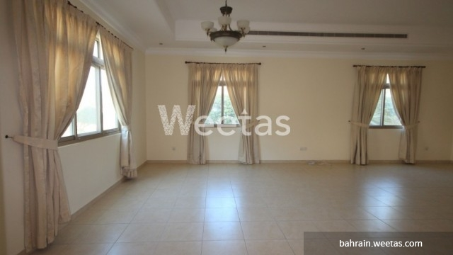 Large unfurnished room